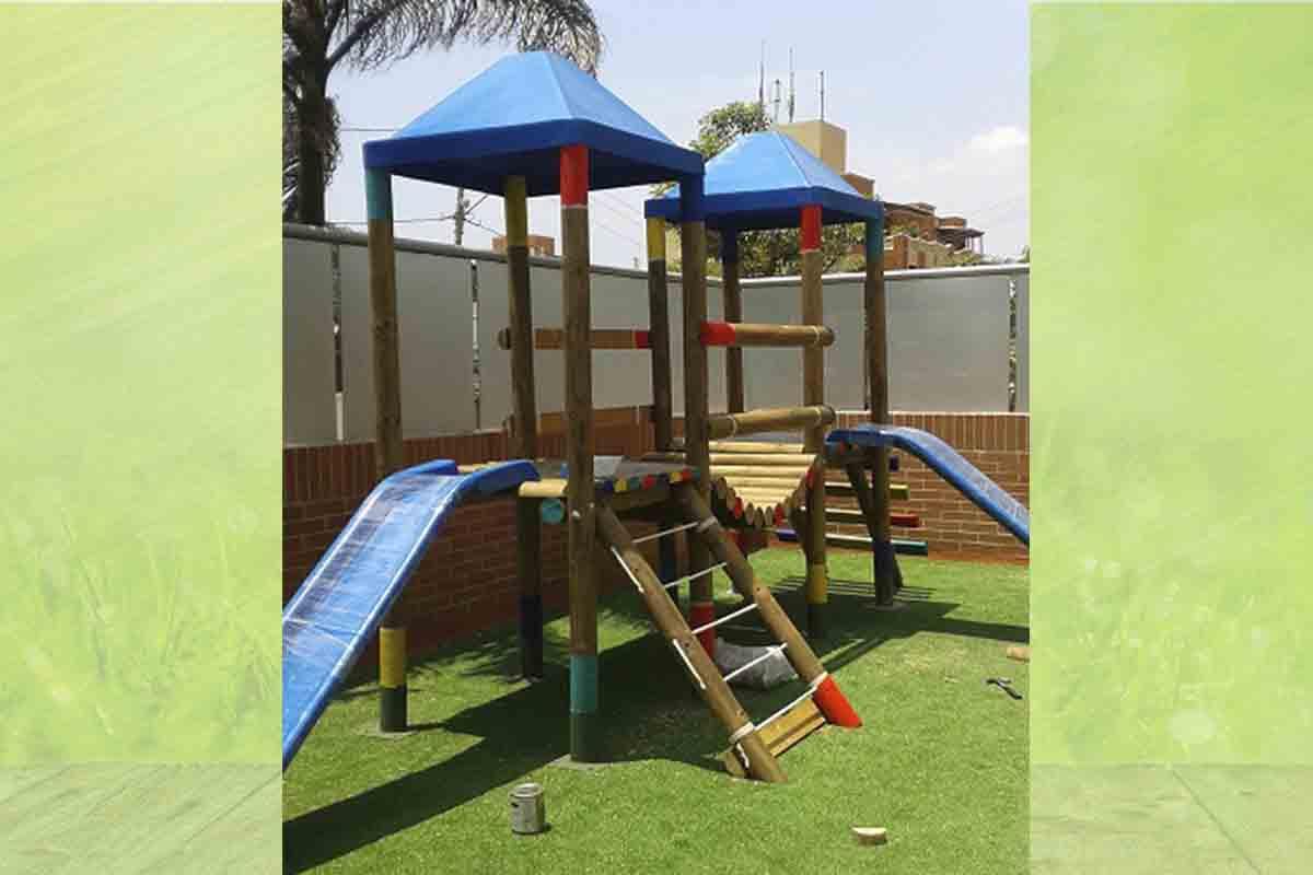"""Parque infantil y cancha deportiva """"Edificio Grattacielo"""""""