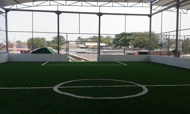 Grama sintética para campos de futbol y canchas deportivas