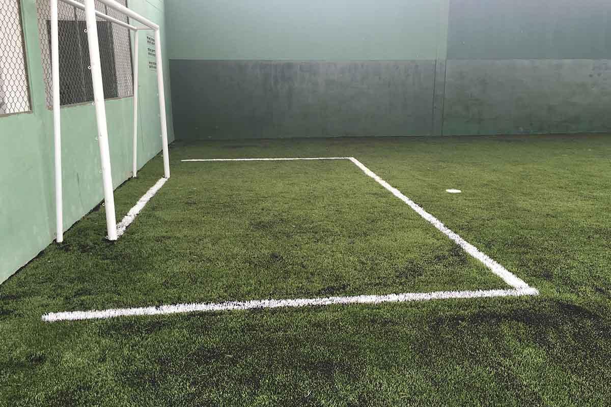 Instalación de grama sintética para cancha de fútbol