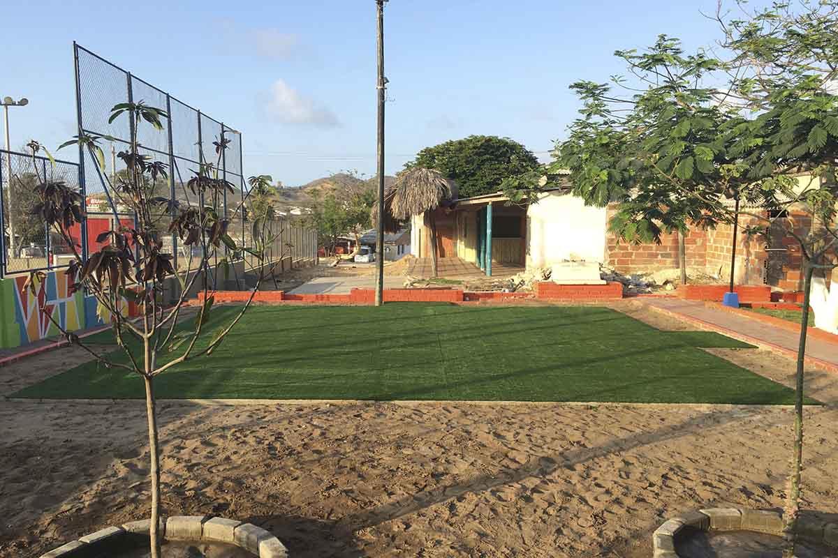 Instalación grama sintética para parque infantil
