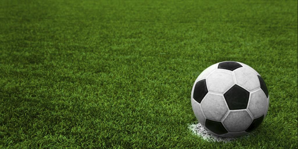 Mantenimiento de canchas de futbol sintetico - Parque y Grama a93d061786646