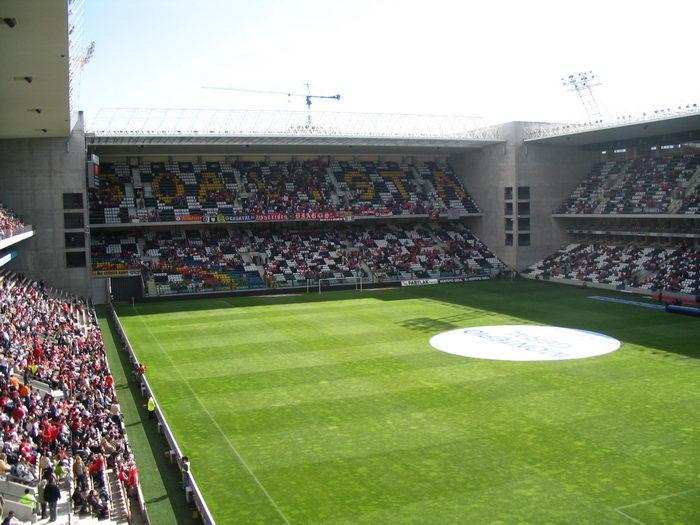 grama sintética para fútbol es tendencia en Estadio Do Bessa Portugal