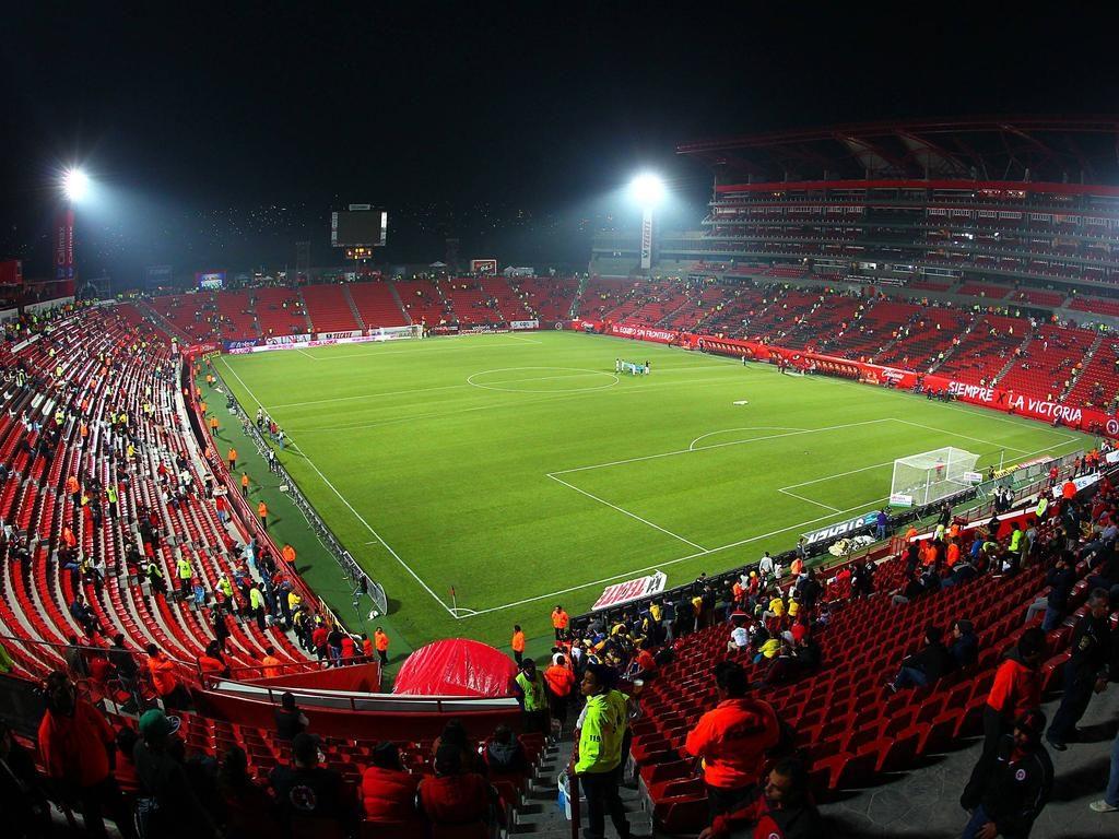 grama sintética para fútbol es tendencia en estadio caliente mexico