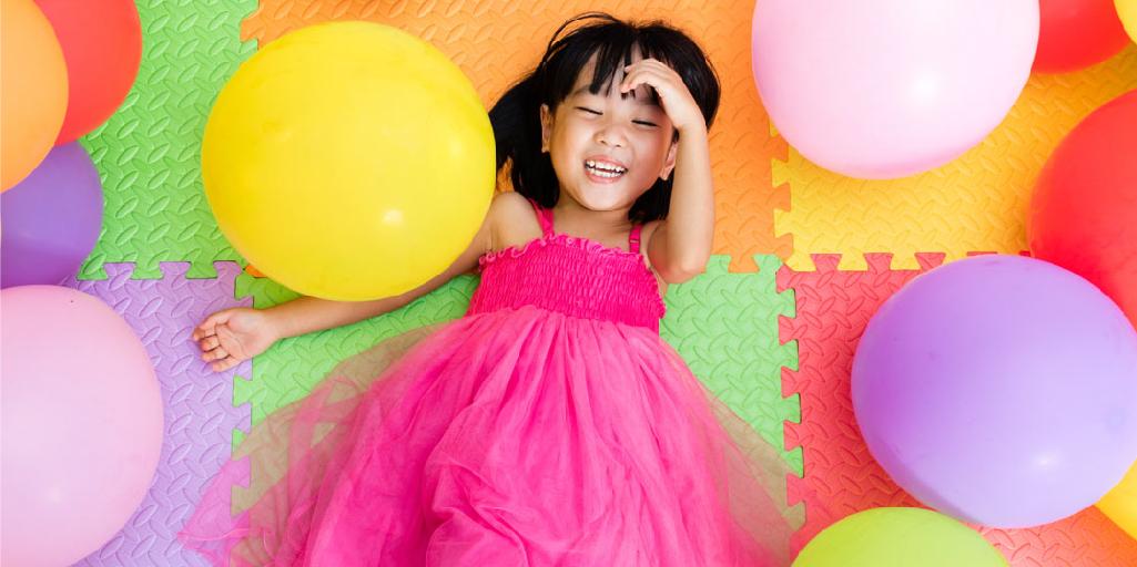 decoración de área de juegos para niñas con pisos de foami