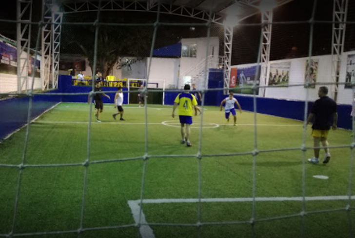 jugar en cancha de futbol la castellana
