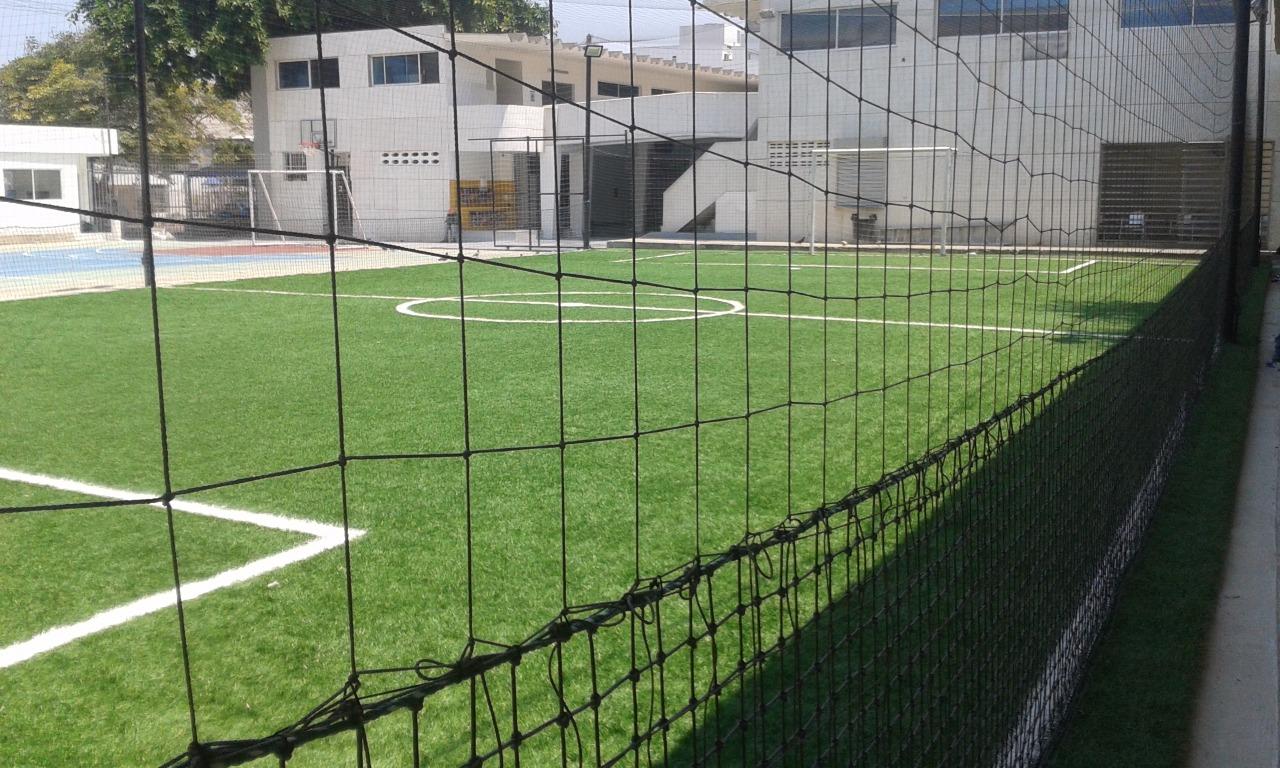 jugar futbol en cancha sintetica la medalla milagrosa en barranquilla