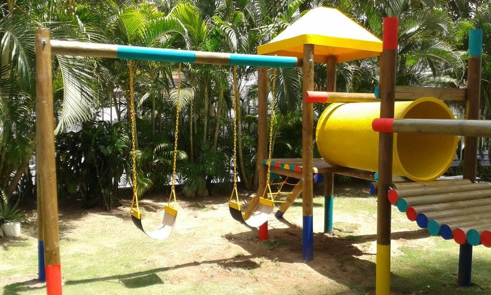 parques fabricados en madera para la recreación de los niños
