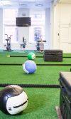 césped artificial en gimnasios como usarlo, ideas de decoración de gimnasios con grama sintética