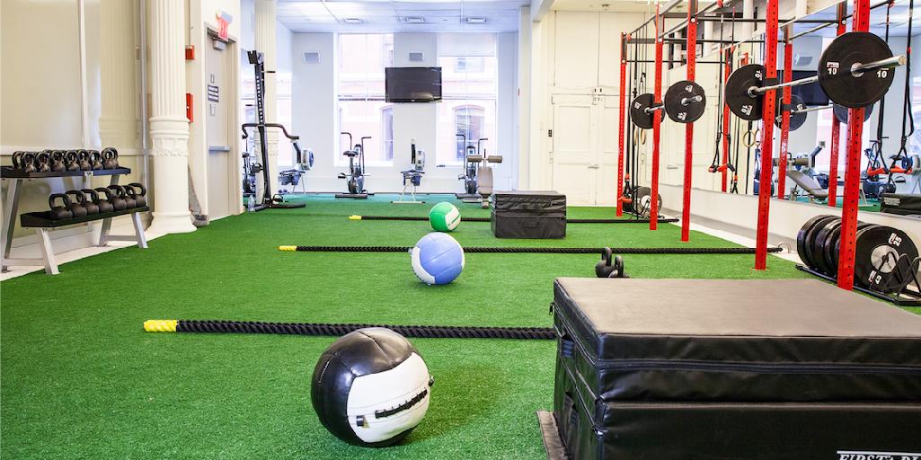 C sped artificial en gimnasios 10 ideas para decorar tu gym - Decoracion de gimnasios ...
