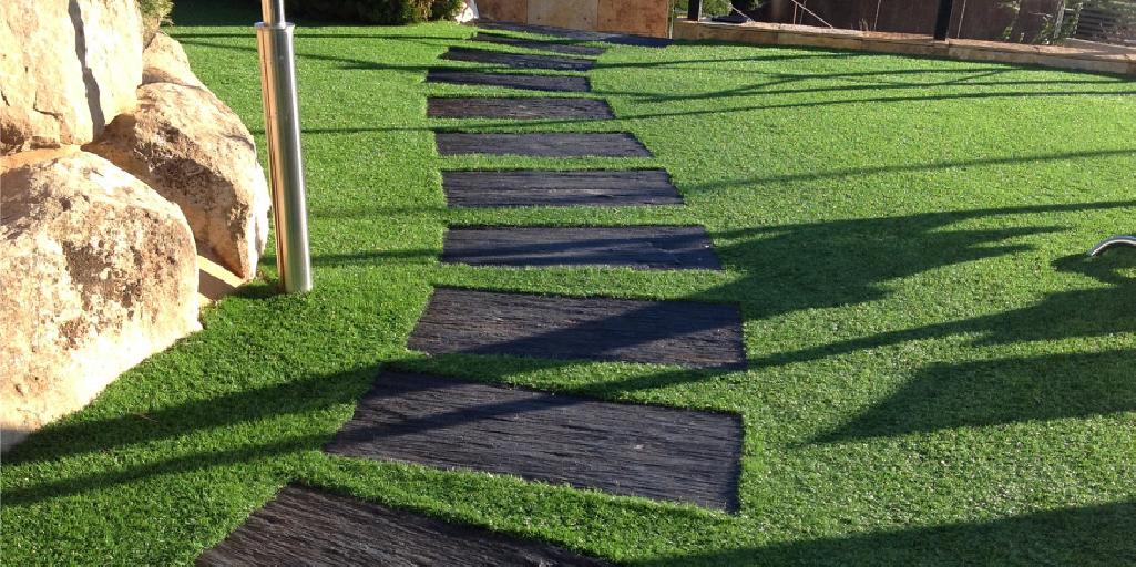decorar con grama sintética y renovación de exteriores