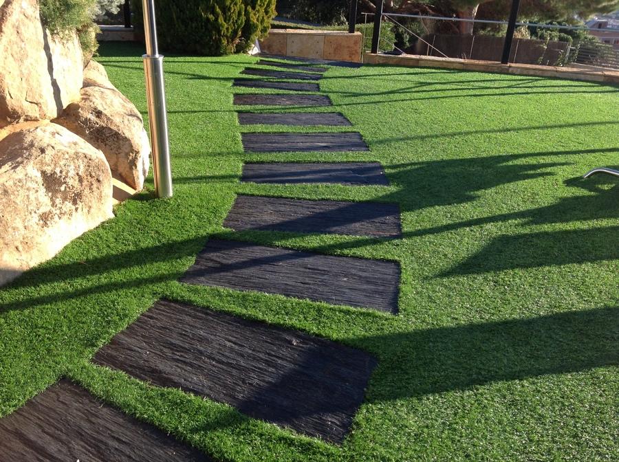 decorar con grama sintetica diseño de jardin en tu hogar