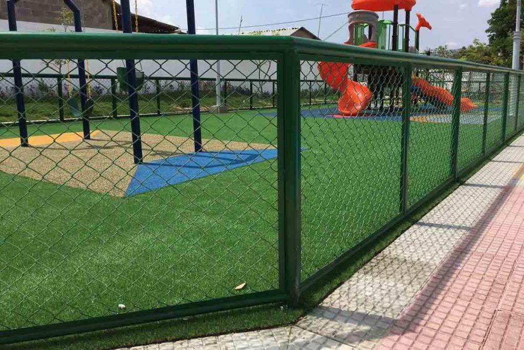 instalación de cerramiento perimetral con malla forrada con pvc en San José de Saco