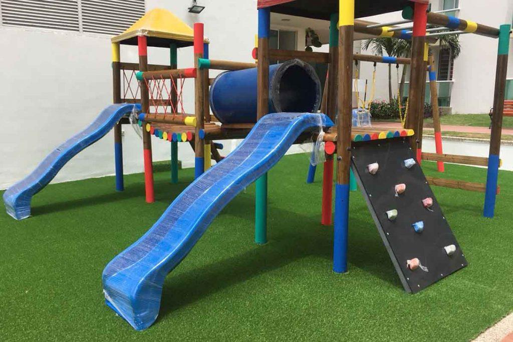 modernizar un parque de madera con grama sintética en Barranquilla