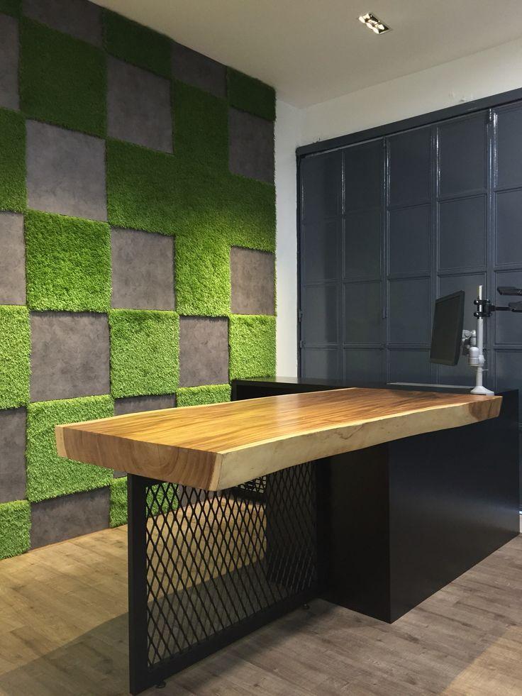 grama sintética en paredes piezas cortadas en cuadrados
