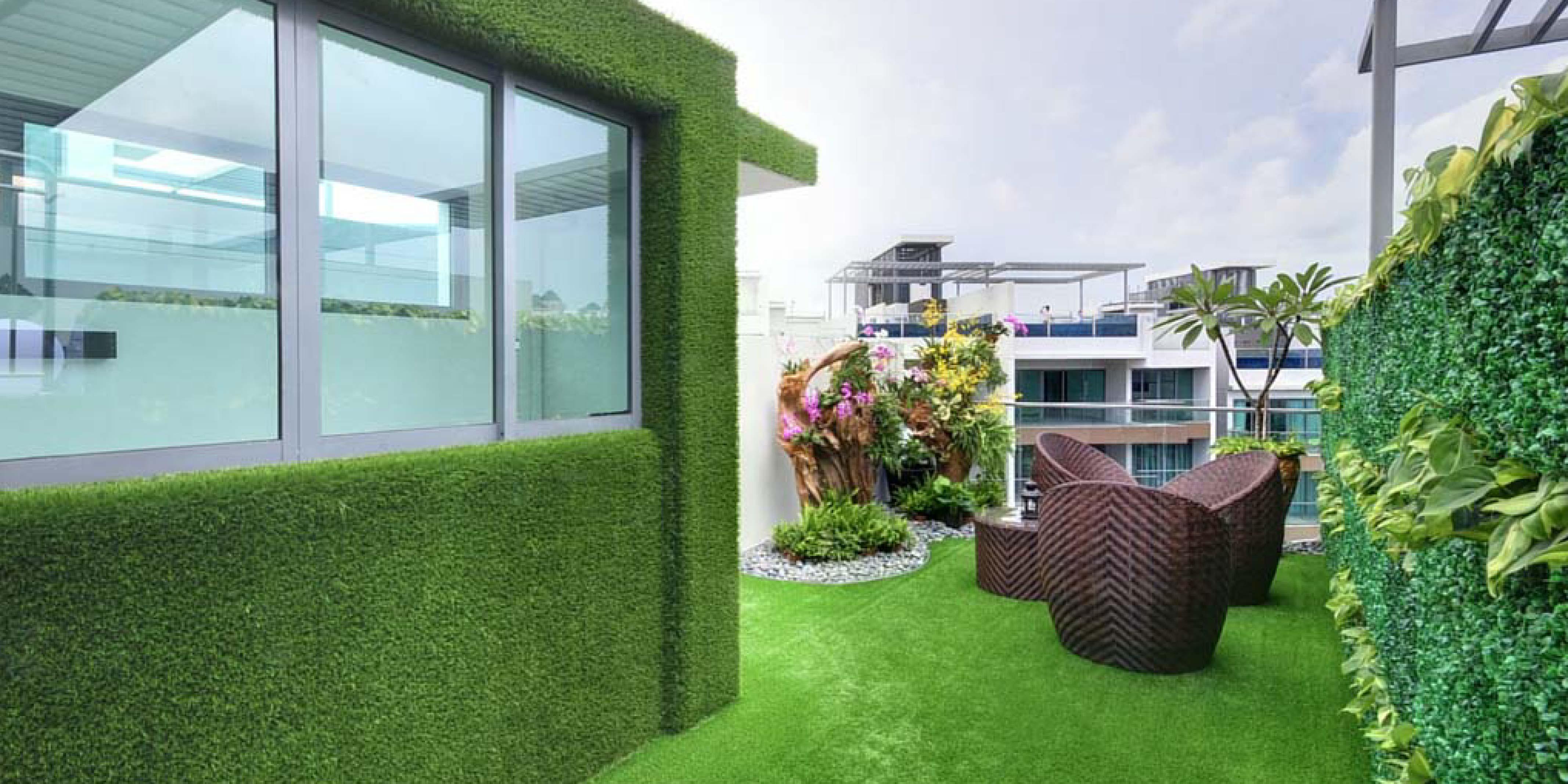 grama sintética en paredes, muros y fachadas