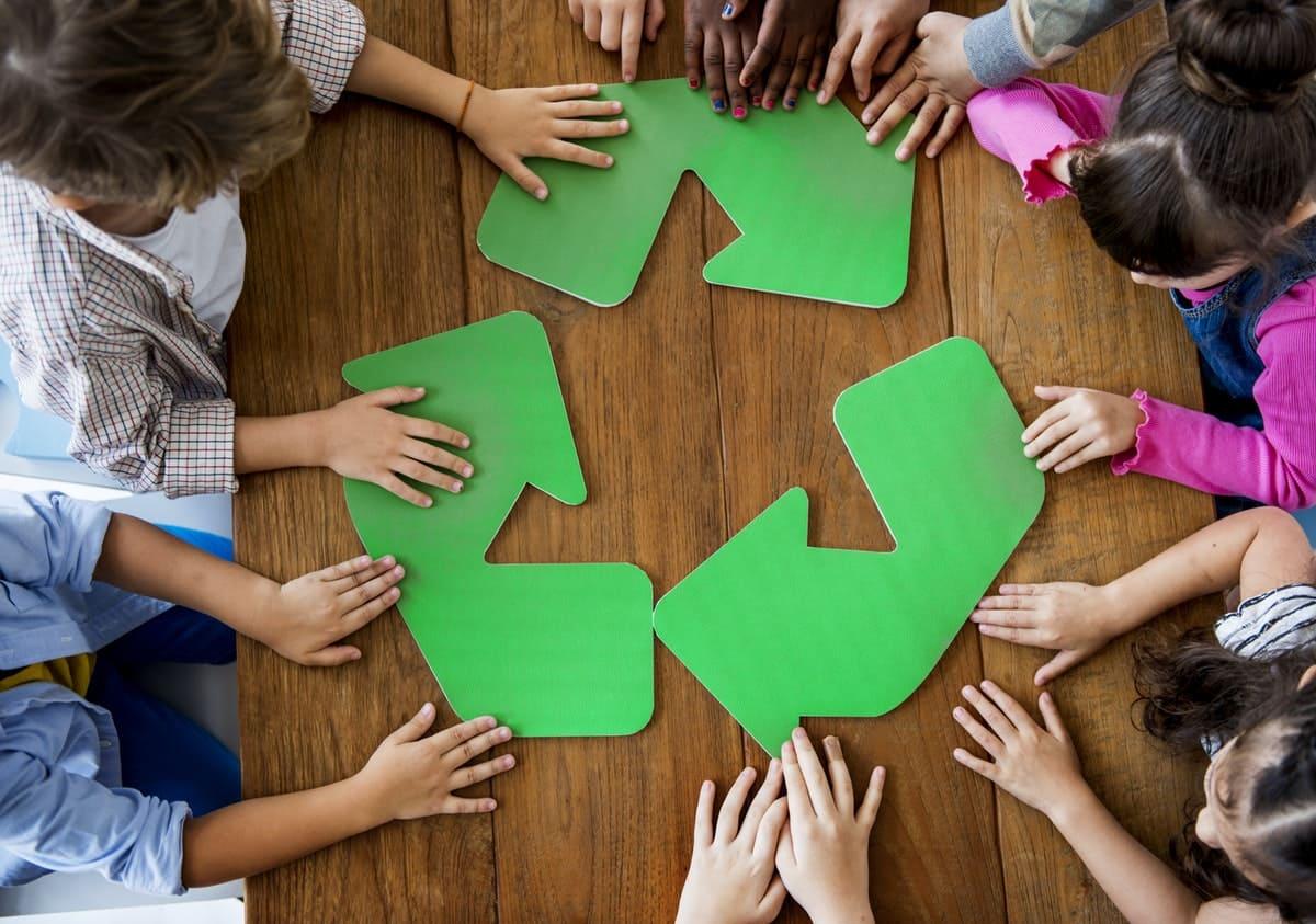actividades con niños aprendiendo a reciclar