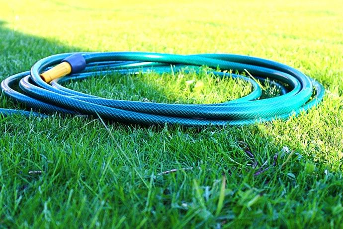 mantener fresca la grama sintética en verano