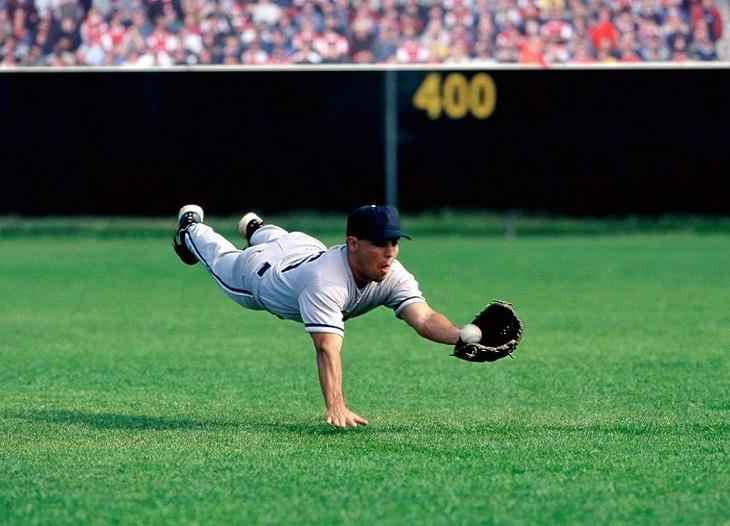 grama sintética en el deporte del béisbol