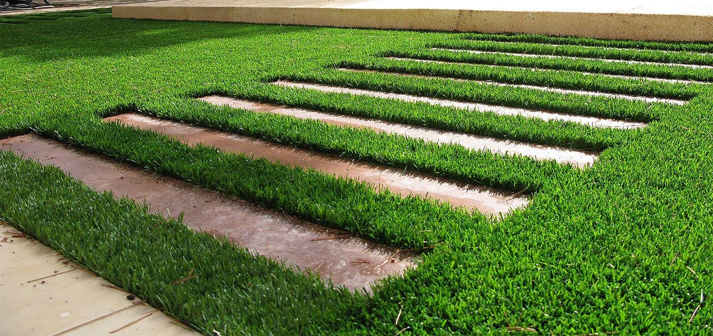 Caminos de jardín con césped sintético