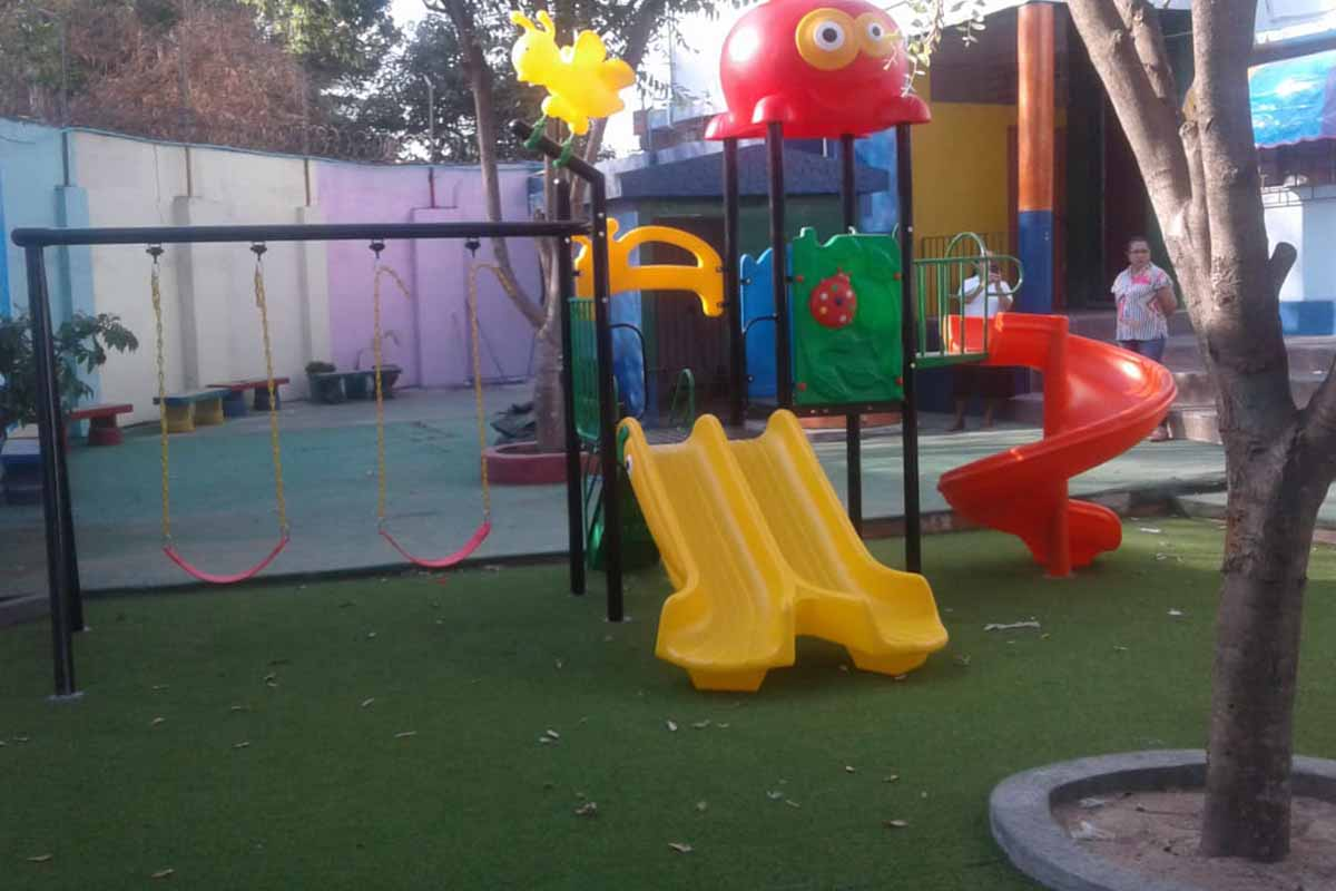 Instalación Playground y grama sintética – Fundación