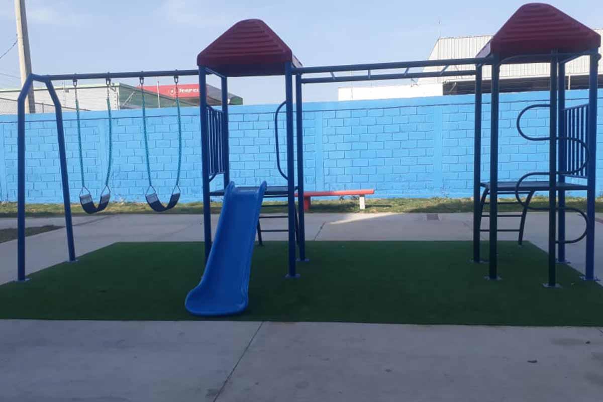 Instalación Parque Infantil Metálico Ref: Paquita